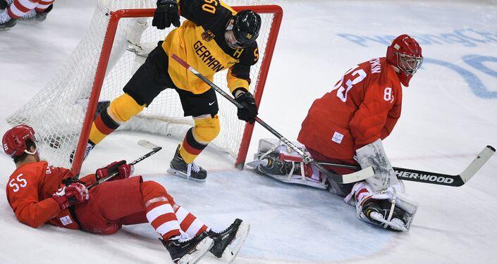 La selección rusa de hockey sobre el hielo durante el partido con Alemania