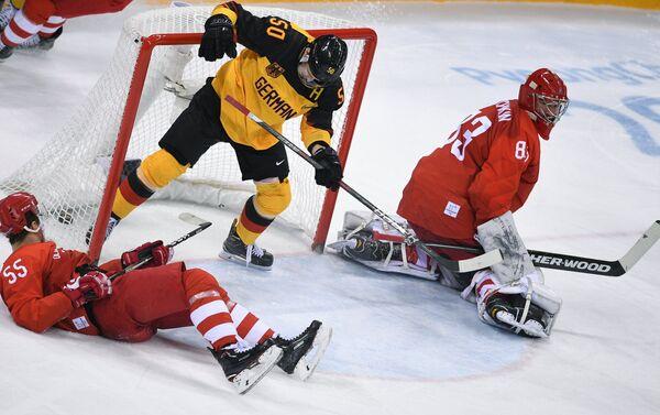 La selección rusa de hockey sobre el hielo durante el partido con Alemania - Sputnik Mundo