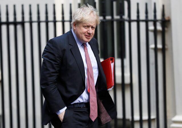 El secretario de Asuntos Exteriores de Gran Bretaña, Boris Johnson, llega a Downing Street en Londres