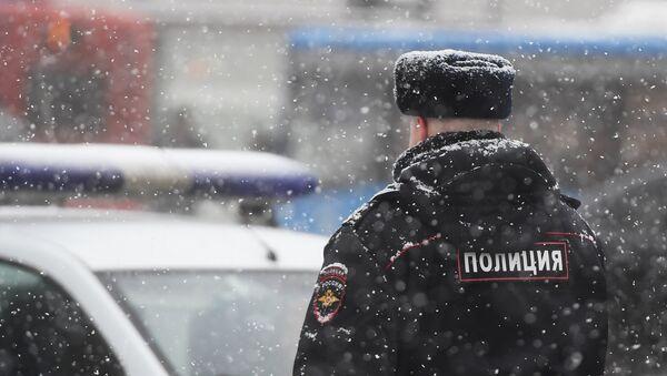 Un policía en Moscú - Sputnik Mundo