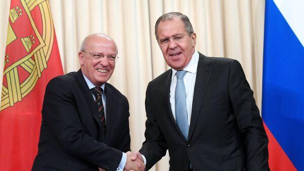 El ministro de Asuntos Exteriores de Portugal, Augusto Santos Silva, y el canciller ruso, Serguéi Lavrov - Sputnik Mundo