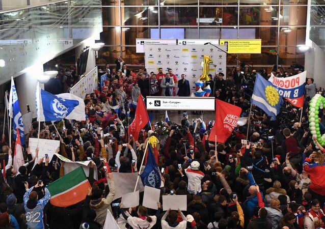 La ceremonia de bienvenida en honor a los deportistas olímpicos rusos en el aeropuerto moscovita de Sheremétievo