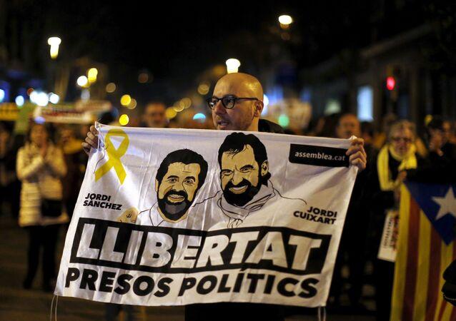 Un cartel con la cara de Jordi Sànchez y Jordi Cuixart