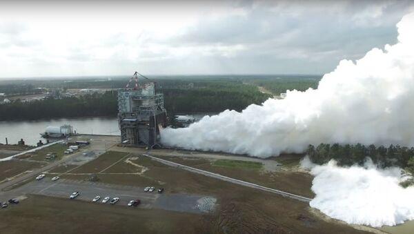 La NASA somete a la prueba más intensa hasta la fecha a su 'renacido' propulsor - Sputnik Mundo