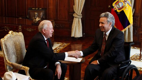 El presidente de Ecuador, Lenín Moreno con el subsecretario de Estado para Asuntos Políticos de EEUU, Thomas A. Shannon, en Quito. - Sputnik Mundo