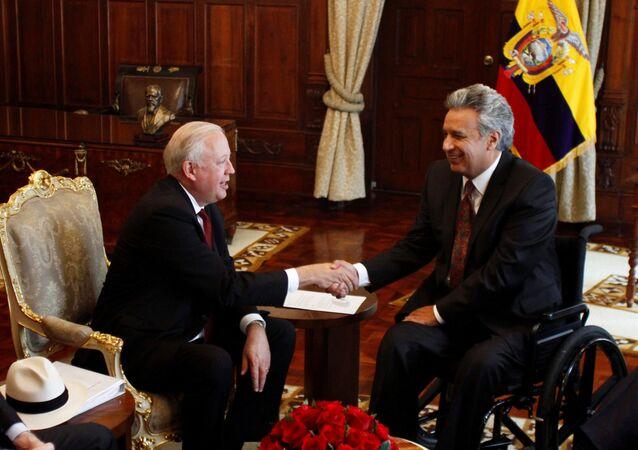 El presidente de Ecuador, Lenín Moreno con el subsecretario de Estado para Asuntos Políticos de EEUU, Thomas A. Shannon, en Quito.
