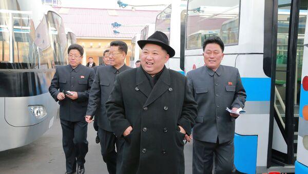 El líder norcoreano, Kim Jong-un, en las montañas - Sputnik Mundo