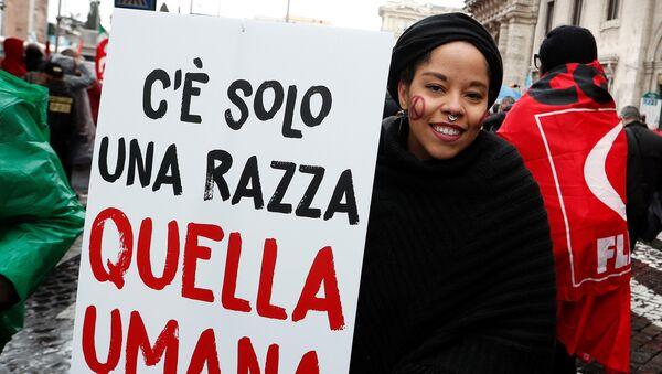 Una manifestación contra el racismo en la antesala de las elecciones italianas - Sputnik Mundo