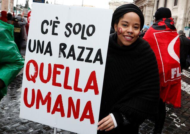 Una manifestación contra el racismo en la antesala de las elecciones italianas