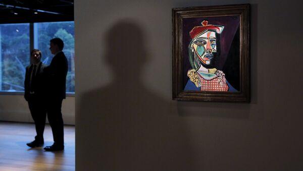 El retrato 'Mujer con boina y vestido de cuadros' de Picasso - Sputnik Mundo