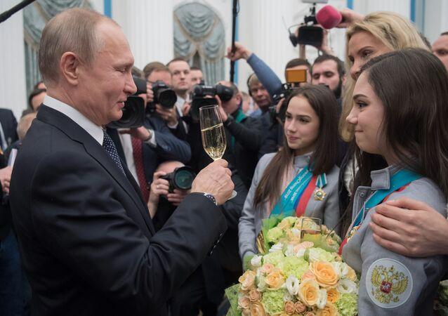 Las autoridades rusas rinden homenaje a los medallistas de los JJOO 2018