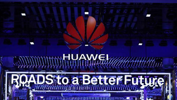 El logo de Huawei en el Mobile World Congress de Barcelona - Sputnik Mundo