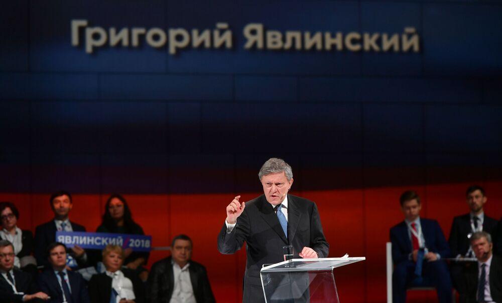 El candidato presidencial Grigori Yavlinski durante el congreso del partido Yábloko