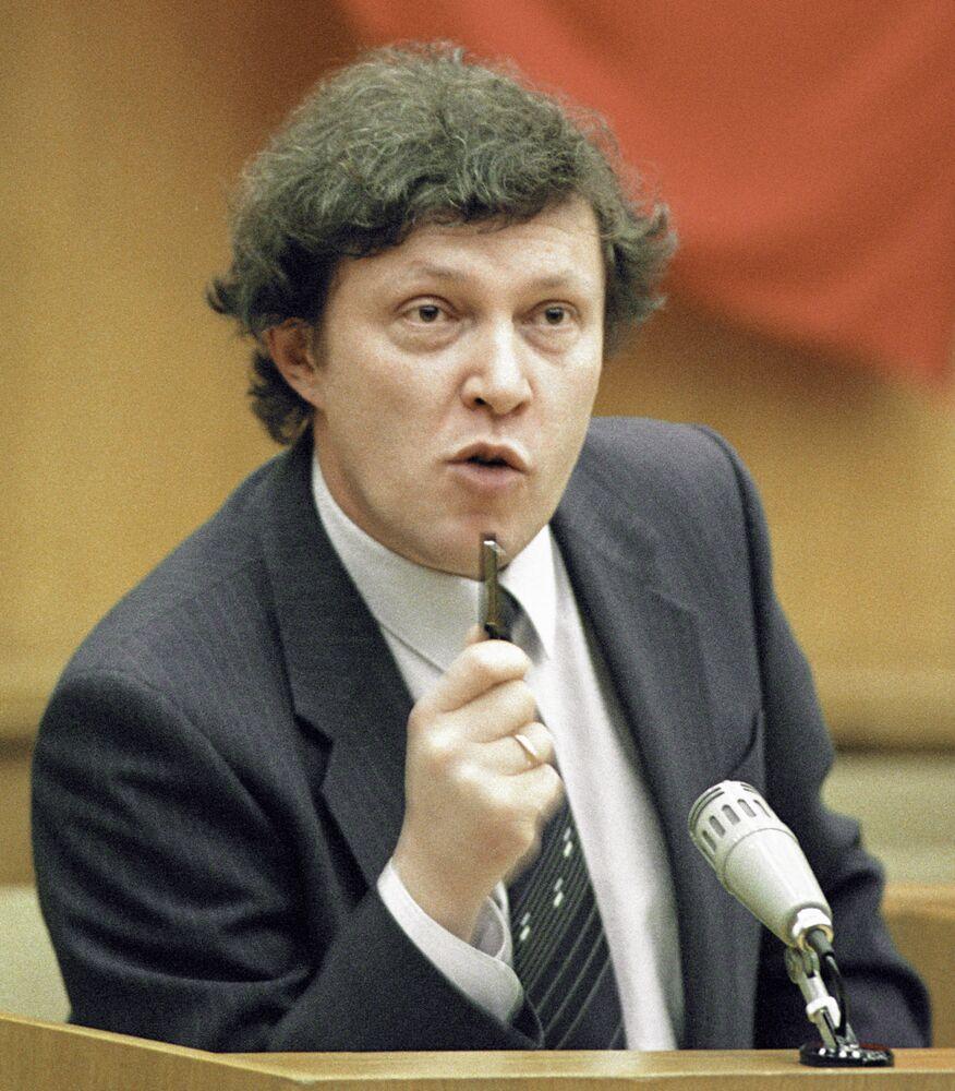 Grigori Yavlinski pronuncia un discurso en el Consejo de Ministros de la RSFSR