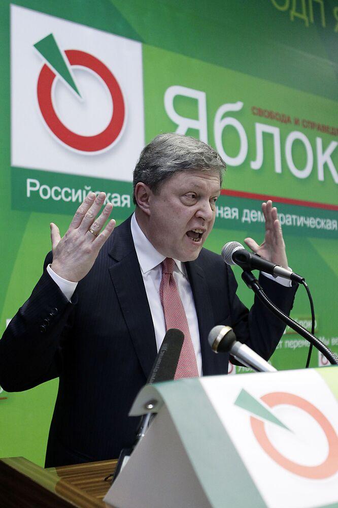 Grigori Yavlinski durante el 16º Congreso del partido Yábloko