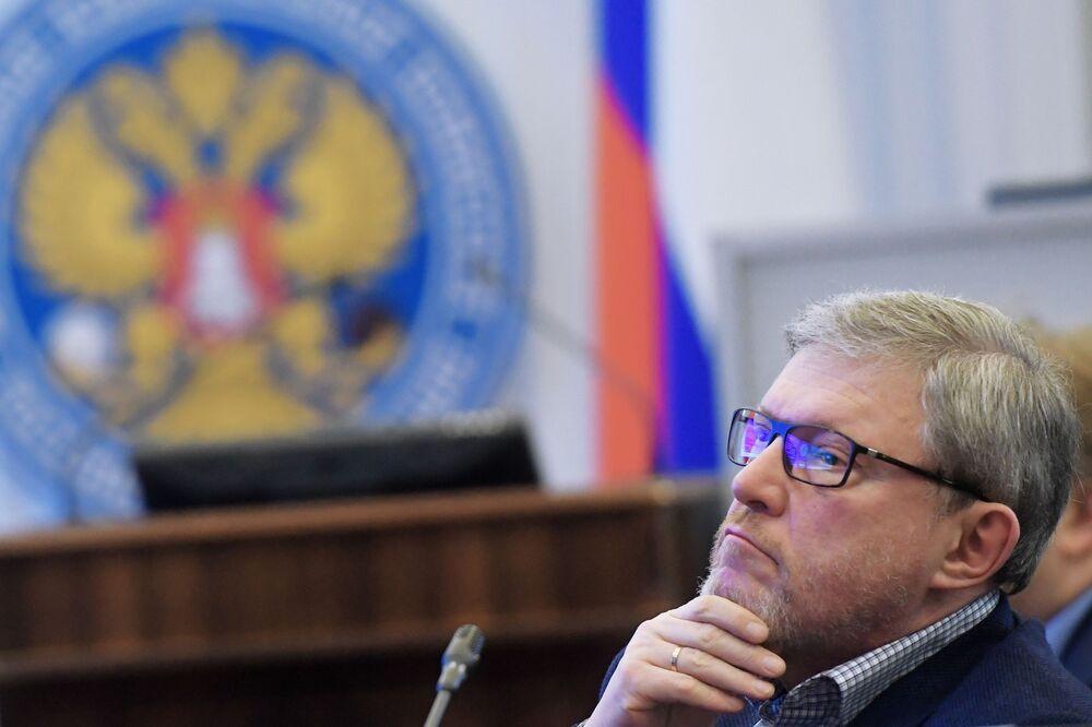 El líder del partido Yábloko, Grigori Yavlinski, se registra ante la Comisión Electoral Central de Rusia