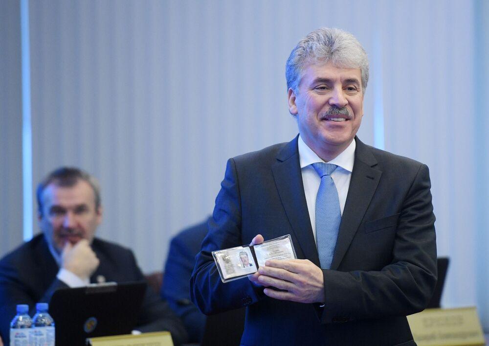 El director del 'sovjós' Lenin, Pável Grudinin, durante el registro de su candidatura ante la Comisión Electoral Central de Rusia