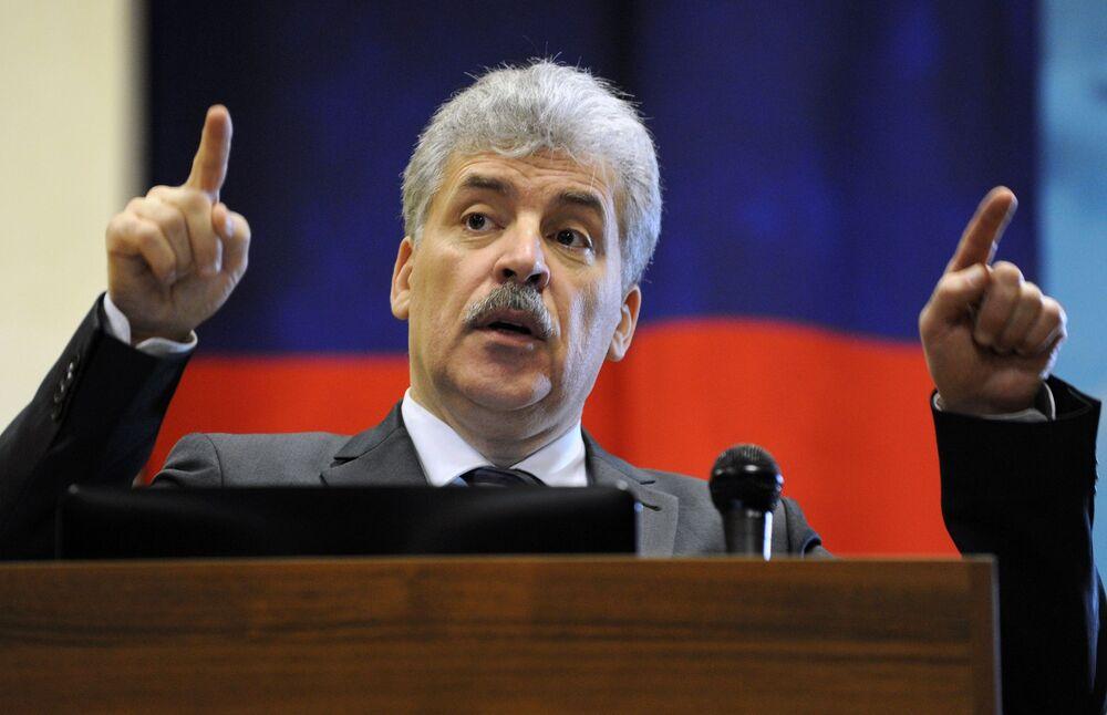 El candidato a la Presidencia de la Federación de Rusia por el Partido Comunista de Rusia, Pável Grudinin, da un discurso en Rostov del Don