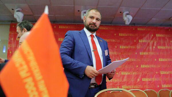 El candidato presidencial Maxim Suraikin en el congreso del partido Comunistas de Rusia - Sputnik Mundo