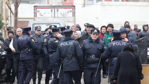 Policía de Azerbaiyán en el lugar del incendio en un narcológico en Bakú - Sputnik Mundo