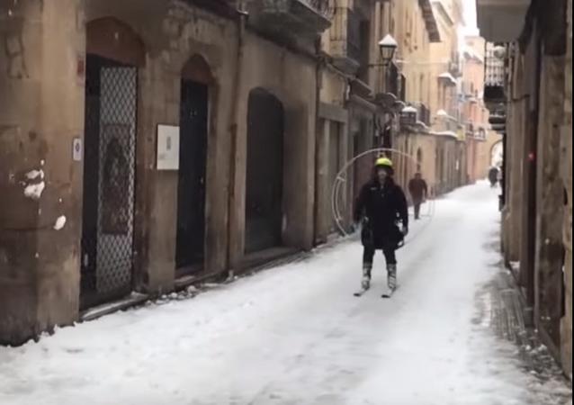 ¿Hélice y esquís? La original propuesta de un esquiador catalán