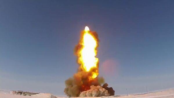 El lanzamiento de un misil  en el polígono de Sary Shagan - Sputnik Mundo