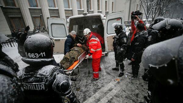 Enfrentamientos frente al Parlamento ucraniano, la Rada Suprema, en Kiev - Sputnik Mundo