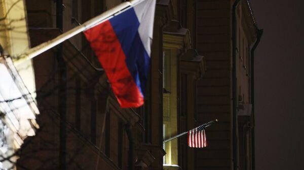 Banderas de Rusia y EEUU - Sputnik Mundo