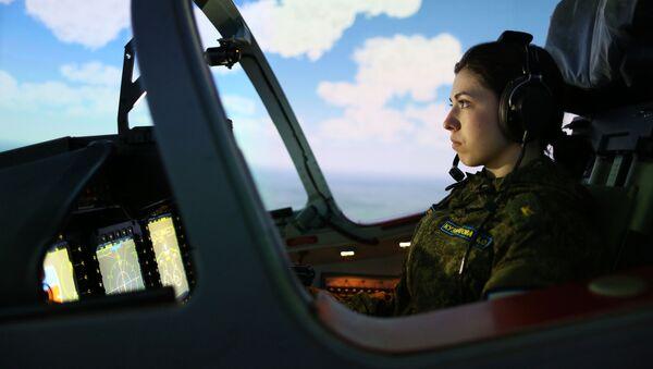 La élite de la élite: las primeras pilotos de la Escuela Superior de Aviación militar de Krasnodar - Sputnik Mundo