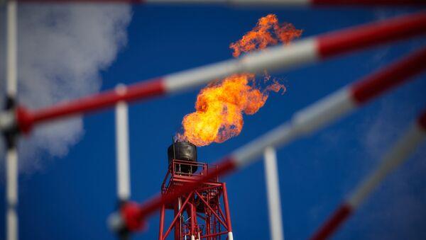 Una planta de procesamiento del gas (imagen referencial) - Sputnik Mundo