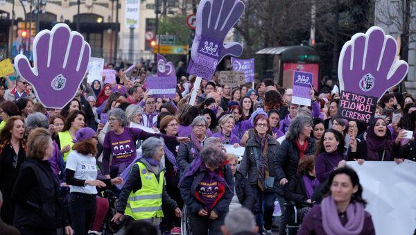Manifestación feminista en España - Sputnik Mundo