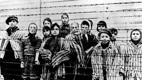 Auschwitz tras la liberación por el Ejército soviético en enero de 1945 - Sputnik Mundo
