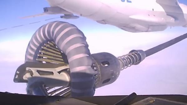 Así se reabastecen sobre los cielos de Crimea los aviones de combate rusos - Sputnik Mundo