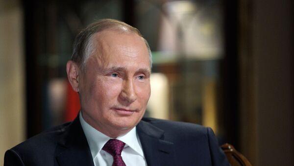 El presidente de Rusia, Vladímir Putin, durante la entrevista con la cadena de televisión estadounidense NBC - Sputnik Mundo