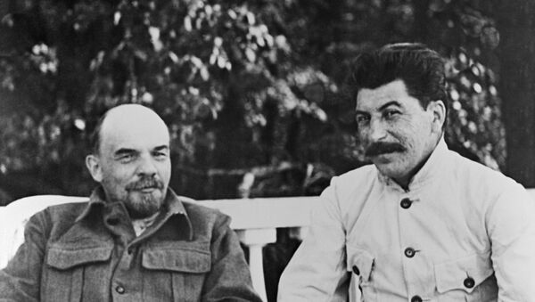 Los líderes soviéticos Vladímir Lenin y Iósif Stalin (archivo) - Sputnik Mundo