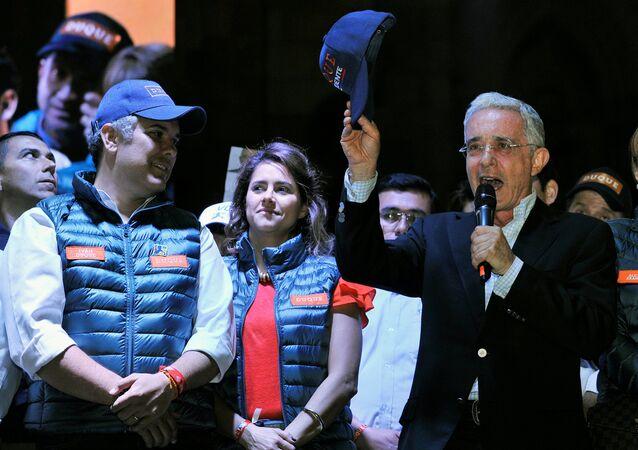 El expresidente de Colombia, Álvaro Uribe, junto al candidato presidencial Ivan Duque