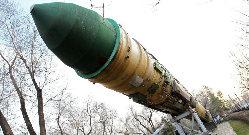 Misil balístico intercontinental RS-20 en un parque en Oremburgo