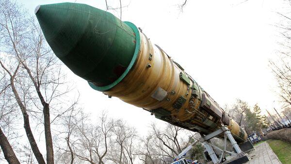 Misil balístico intercontinental RS-20 en un parque en Oremburgo - Sputnik Mundo