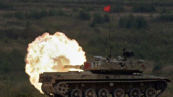 Tanque Tipo 96 durante las competiciones internacionales de Biatlón de tanques celebradas en Rusia, 13 de agosto de 2016 - Sputnik Mundo
