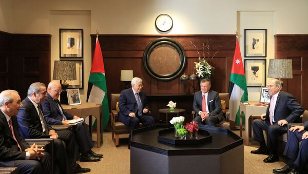 El presidente palestino, Mahmud Abás, y el rey Abdalah de Jordania - Sputnik Mundo