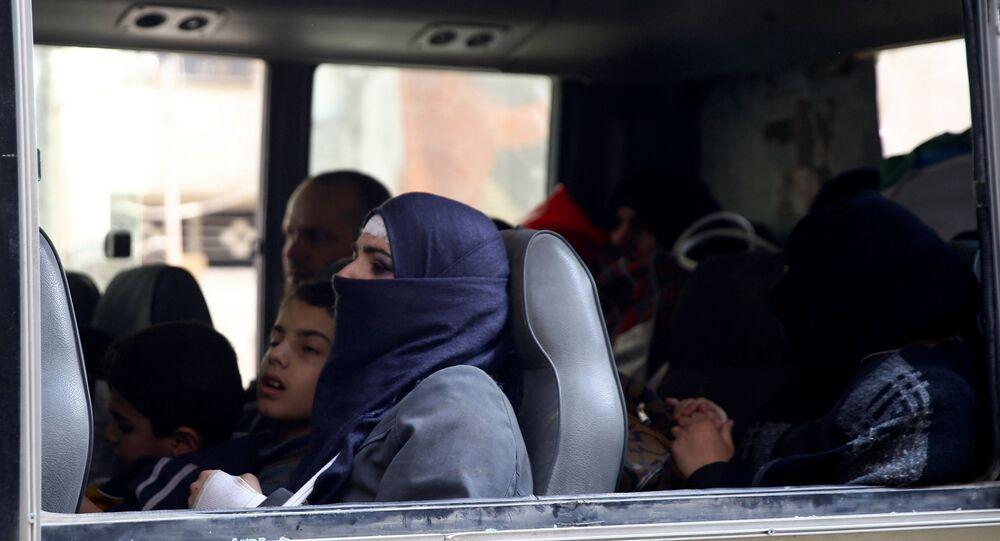 Un autobús con los civiles sirios