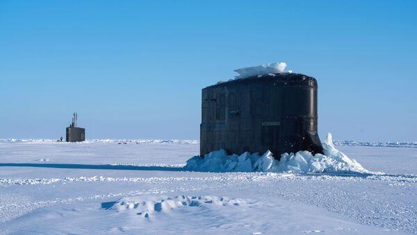 El submarino USS Hartford (dcha.) - Sputnik Mundo