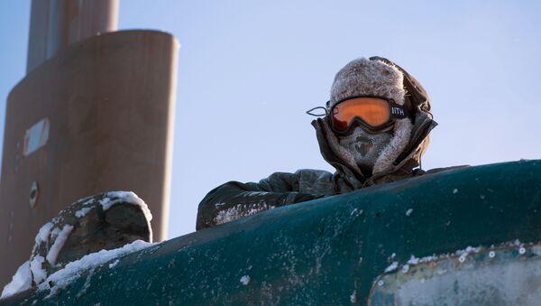Un marine estadounidense en el mar de Beaufort, en el Ártico - Sputnik Mundo