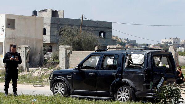 Un vehículo del convoy del primer ministro palestino, Rami Hamdalá - Sputnik Mundo