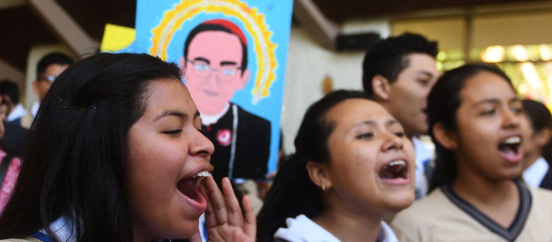 Los creyentes católicos celebran la canonización de monseñor Óscar Romero, arzobispo salvadoreño - Sputnik Mundo, 1920, 14.03.2018