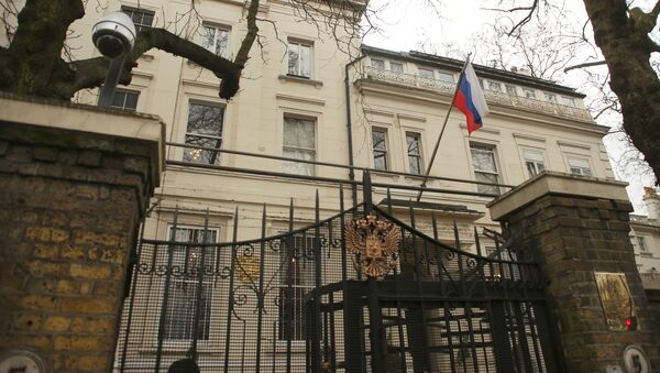 A flag and a security camera are seen at one of the entrances to Russia's embassy and consular section in London, Britain - Sputnik Mundo