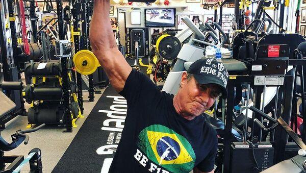 Sylvester Stallone practicando deporte - Sputnik Mundo