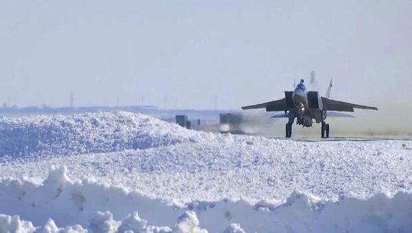 MiG-31 durante el ensayo del sistema de misiles Kinzhal - Sputnik Mundo