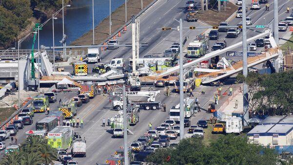 Un puente colapsado en Miami - Sputnik Mundo