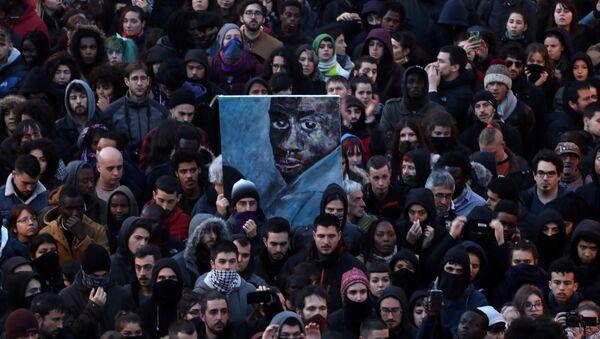 Protesta en Madrid por la muerte de un mantero - Sputnik Mundo
